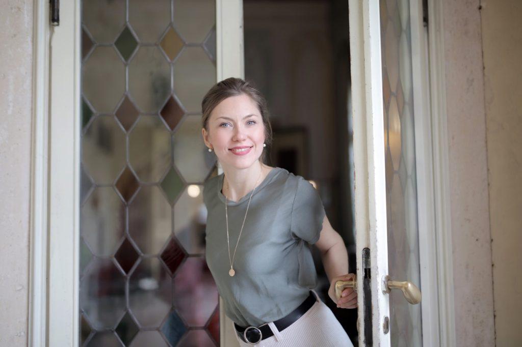 woman-in-door-pexels-andrea-piacquadio-3831002